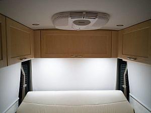 RV-interieur - airco en bovenkastjes